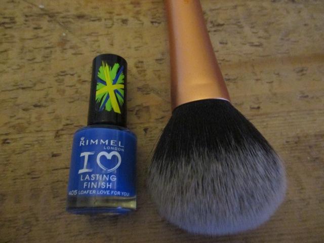 Make up brush scale photo